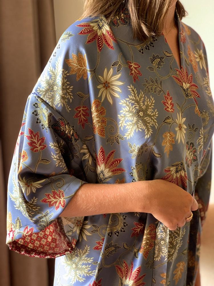 Which fabrics are being used to make kimono?